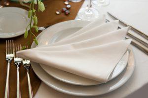 правила украшения стола салфетками